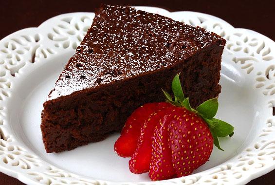 velvety-flourless-cake